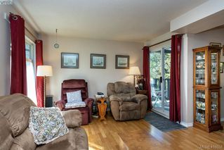 Photo 6: 685 Daffodil Avenue in VICTORIA: SW Marigold Single Family Detached for sale (Saanich West)  : MLS®# 410558