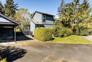 Photo 3: 685 Daffodil Avenue in VICTORIA: SW Marigold Single Family Detached for sale (Saanich West)  : MLS®# 410558