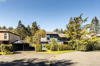 Photo 1: 685 Daffodil Avenue in VICTORIA: SW Marigold Single Family Detached for sale (Saanich West)  : MLS®# 410558