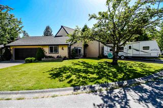 Photo 1: 6059 BROOKS Crescent in Surrey: Cloverdale BC House for sale (Cloverdale)  : MLS®# R2377690