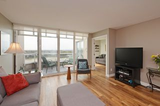 "Photo 4: 1705 1065 QUAYSIDE Drive in New Westminster: Quay Condo for sale in ""Quayside Tower 2"" : MLS®# R2386414"