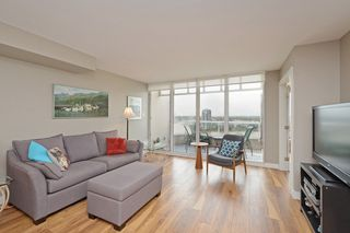 "Photo 3: 1705 1065 QUAYSIDE Drive in New Westminster: Quay Condo for sale in ""Quayside Tower 2"" : MLS®# R2386414"