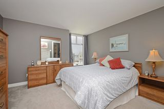 "Photo 13: 1705 1065 QUAYSIDE Drive in New Westminster: Quay Condo for sale in ""Quayside Tower 2"" : MLS®# R2386414"