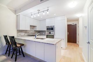 """Main Photo: 806 185 VICTORY SHIP Way in North Vancouver: Lower Lonsdale Condo for sale in """"Cascade at the Pier"""" : MLS®# R2391309"""