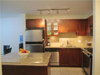 Photo 5: 204 1468 ST ANDREWS Ave in North Vancouver: Home for sale : MLS®# V966829