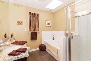 Photo 13: 1039 E 10TH Avenue in Vancouver: Mount Pleasant VE House 1/2 Duplex for sale (Vancouver East)  : MLS®# R2442601