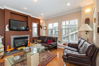 Photo 4: 1039 E 10TH Avenue in Vancouver: Mount Pleasant VE House 1/2 Duplex for sale (Vancouver East)  : MLS®# R2442601