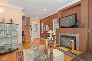 Photo 3: 1039 E 10TH Avenue in Vancouver: Mount Pleasant VE House 1/2 Duplex for sale (Vancouver East)  : MLS®# R2442601