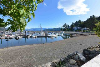 Photo 1: 670 BAY Road in Gibsons: Gibsons & Area House for sale (Sunshine Coast)  : MLS®# R2454491