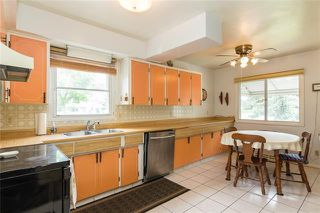 Photo 5: 92 GALWAY Crescent SW in Calgary: Glamorgan Detached for sale : MLS®# C4302249