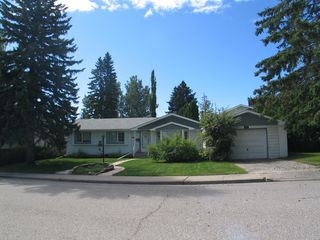 Main Photo: 727 84 Avenue SW in Calgary: Haysboro Detached for sale : MLS®# A1017119