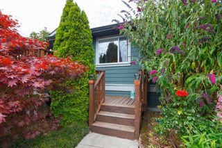 Photo 4: 904A Old Esquimalt Rd in : Es Old Esquimalt Half Duplex for sale (Esquimalt)  : MLS®# 850722