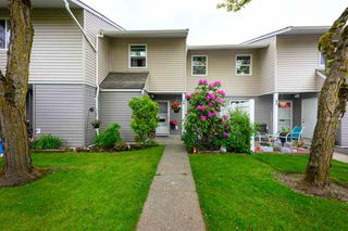 Photo 2: 44 5307 204 STREET in Langley: Langley City Townhouse for sale : MLS®# R2461539