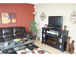 Photo 7: 118 LLOYD Crescent in Regina: Uplands Single Family Dwelling for sale (Regina Area 01)  : MLS®# 478779