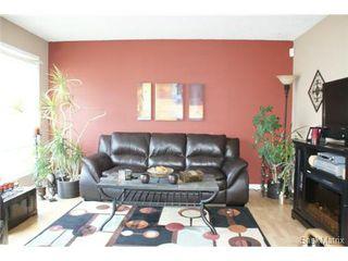 Photo 3: 118 LLOYD Crescent in Regina: Uplands Single Family Dwelling for sale (Regina Area 01)  : MLS®# 478779