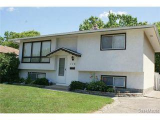 Photo 2: 118 LLOYD Crescent in Regina: Uplands Single Family Dwelling for sale (Regina Area 01)  : MLS®# 478779