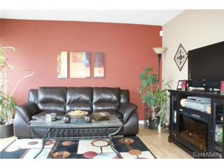 Photo 5: 118 LLOYD Crescent in Regina: Uplands Single Family Dwelling for sale (Regina Area 01)  : MLS®# 478779