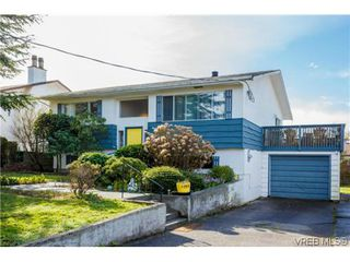 Photo 1: 1753 Kenmore Rd in VICTORIA: SE Lambrick Park House for sale (Saanich East)  : MLS®# 695471