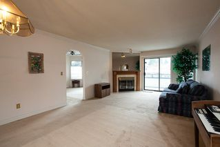 """Photo 4: 221 15153 98 Avenue in Surrey: Guildford Townhouse for sale in """"Glenwood Village"""" (North Surrey)  : MLS®# R2040230"""