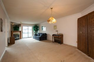 """Photo 3: 221 15153 98 Avenue in Surrey: Guildford Townhouse for sale in """"Glenwood Village"""" (North Surrey)  : MLS®# R2040230"""