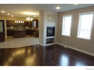 Photo 9: 109 Luzon Bay in Winnipeg: Maples / Tyndall Park Residential for sale (North West Winnipeg)  : MLS®# 1609459