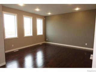 Photo 8: 109 Luzon Bay in Winnipeg: Maples / Tyndall Park Residential for sale (North West Winnipeg)  : MLS®# 1609459