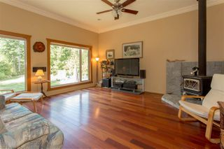 Photo 2: 42047 GOVERNMENT Road in Squamish: Brackendale House for sale : MLS®# R2151176