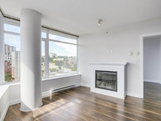 "Photo 2: 1908 892 CARNARVON Street in New Westminster: Downtown NW Condo for sale in ""AZURE 2"" : MLS®# R2191316"