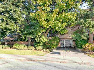 "Photo 1: 308 1450 LABURNUM Street in Vancouver: Kitsilano Condo for sale in ""KITSILANO POINT"" (Vancouver West)  : MLS®# R2227248"