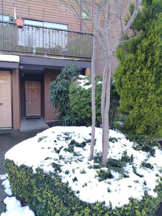 """Photo 2: 1507 10620 150 Street in Surrey: Guildford Townhouse for sale in """"LINCOLN'S GATE"""" (North Surrey)  : MLS®# R2239113"""