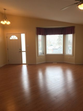 Photo 8: 5013A 50 Avenue: Clyde House Half Duplex for sale : MLS®# E4101831