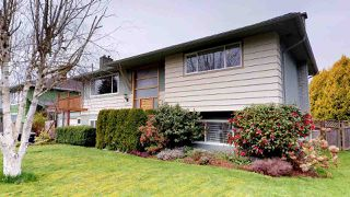 "Photo 2: 2111 RIDGEWAY Crescent in Squamish: Garibaldi Estates House for sale in ""Garibaldi Estates"" : MLS®# R2258821"
