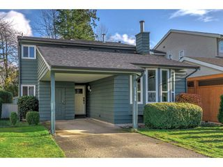 Photo 2: 11788 N WILDWOOD Crescent in Pitt Meadows: South Meadows House for sale : MLS®# R2325669