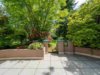 "Photo 2: 348 TAYLOR Way in West Vancouver: Park Royal Townhouse for sale in ""THE WESTROYAL"" : MLS®# R2373517"