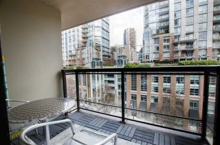 "Photo 10: 704 538 SMITHE Street in Vancouver: Downtown VW Condo for sale in ""MODE"" (Vancouver West)  : MLS®# R2378425"