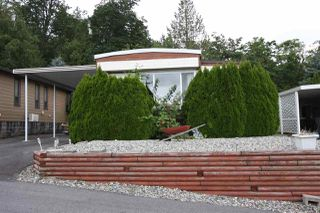 "Photo 1: 32 27111 0 Avenue in Langley: Aldergrove Langley Manufactured Home for sale in ""Pioneer Park"" : MLS®# R2385041"