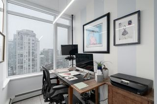 "Photo 7: 2205 1383 MARINASIDE Crescent in Vancouver: Yaletown Condo for sale in ""Columbus"" (Vancouver West)  : MLS®# R2428808"