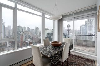 "Photo 4: 2205 1383 MARINASIDE Crescent in Vancouver: Yaletown Condo for sale in ""Columbus"" (Vancouver West)  : MLS®# R2428808"
