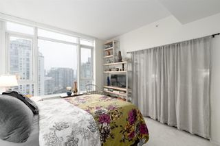 "Photo 8: 2205 1383 MARINASIDE Crescent in Vancouver: Yaletown Condo for sale in ""Columbus"" (Vancouver West)  : MLS®# R2428808"