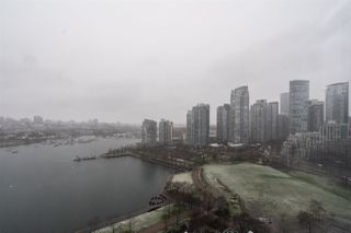 "Photo 10: 2205 1383 MARINASIDE Crescent in Vancouver: Yaletown Condo for sale in ""Columbus"" (Vancouver West)  : MLS®# R2428808"