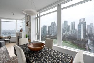 "Photo 5: 2205 1383 MARINASIDE Crescent in Vancouver: Yaletown Condo for sale in ""Columbus"" (Vancouver West)  : MLS®# R2428808"