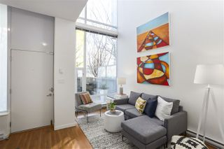 "Photo 2: 112 DUNSMUIR Street in Vancouver: Downtown VW Townhouse for sale in ""Spectrum 4"" (Vancouver West)  : MLS®# R2437895"