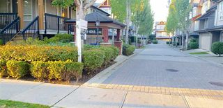 """Photo 1: 12 16789 60 Avenue in Surrey: Cloverdale BC Townhouse for sale in """"LAREDO"""" (Cloverdale)  : MLS®# R2503997"""
