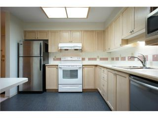 """Photo 7: 205 6735 STATION HILL Court in Burnaby: South Slope Condo for sale in """"COURTYARDS"""" (Burnaby South)  : MLS®# V1068430"""