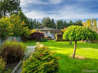 Photo 3: 1122 Munro St in VICTORIA: Es Saxe Point House for sale (Esquimalt)  : MLS®# 714401
