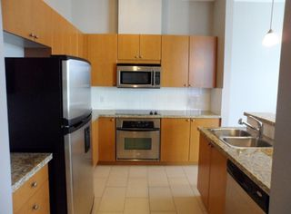 """Photo 11: 2003 11 E ROYAL Avenue in New Westminster: Fraserview NW Condo for sale in """"VICTORIA HILL HIGHRISE RESIDENCES"""" : MLS®# R2045382"""