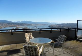 "Photo 2: 2003 11 E ROYAL Avenue in New Westminster: Fraserview NW Condo for sale in ""VICTORIA HILL HIGHRISE RESIDENCES"" : MLS®# R2045382"