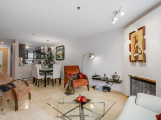 """Photo 5: 3011 LAUREL Street in Vancouver: Fairview VW Townhouse for sale in """"FAIRVIEW COURT"""" (Vancouver West)  : MLS®# R2058843"""