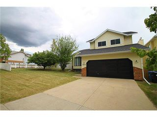Main Photo: 200 HAWKWOOD Drive NW in Calgary: Hawkwood House for sale : MLS®# C4070831