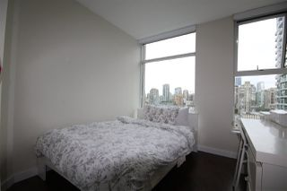 "Photo 5: 2002 1009 EXPO Boulevard in Vancouver: Yaletown Condo for sale in ""LANDMARK 33"" (Vancouver West)  : MLS®# R2090524"